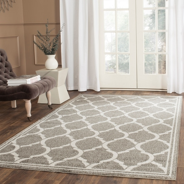 Safavieh Indoor/ Outdoor Amherst Dark Grey/ Beige Rug - 6' x 9'