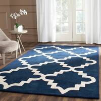 Safavieh Handmade Chatham Dark Blue/ Ivory Wool Rug - 4' x 6'