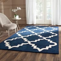 Safavieh Handmade Chatham Dark Blue/ Ivory Wool Rug - 5' x 5' square