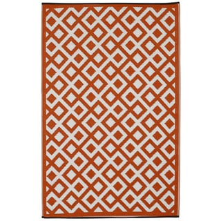 Indo Marina Cherry Tomato and Bright White Geometric Area Rug (6' x 9')