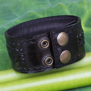 Men's Handcrafted Leather 'Rugged Black' Bracelet (Thailand)