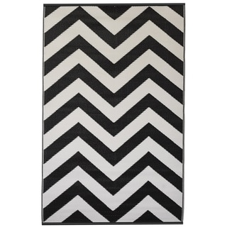 Indo Laguna Black and White Geometric Area Rug (6' x 9')