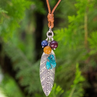 Handcrafted Silver 'Natural Inspiration' Kyanite Necklace (Thailand)