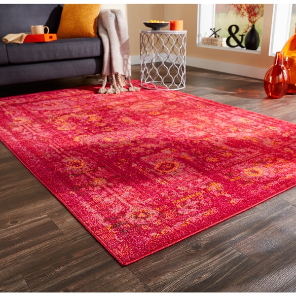 """Pantone Universe Expressions Faded Floral Traditional Pink/ Red Rug (5'3 x 7'6) - 5'3"""" x 7'6"""""""