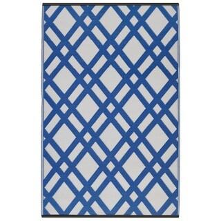 Dublin Dazzling Blue/ White Area Rug (4' x 6')