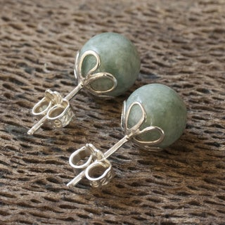 Handcrafted Sterling Silver 'Demure' Jade Stud Earrings (Guatemala)