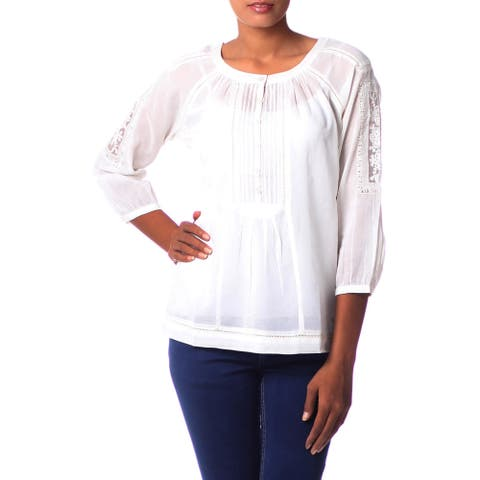 Handmade Women's 'Floral Nature' White Cotton Blend Blouse (India)