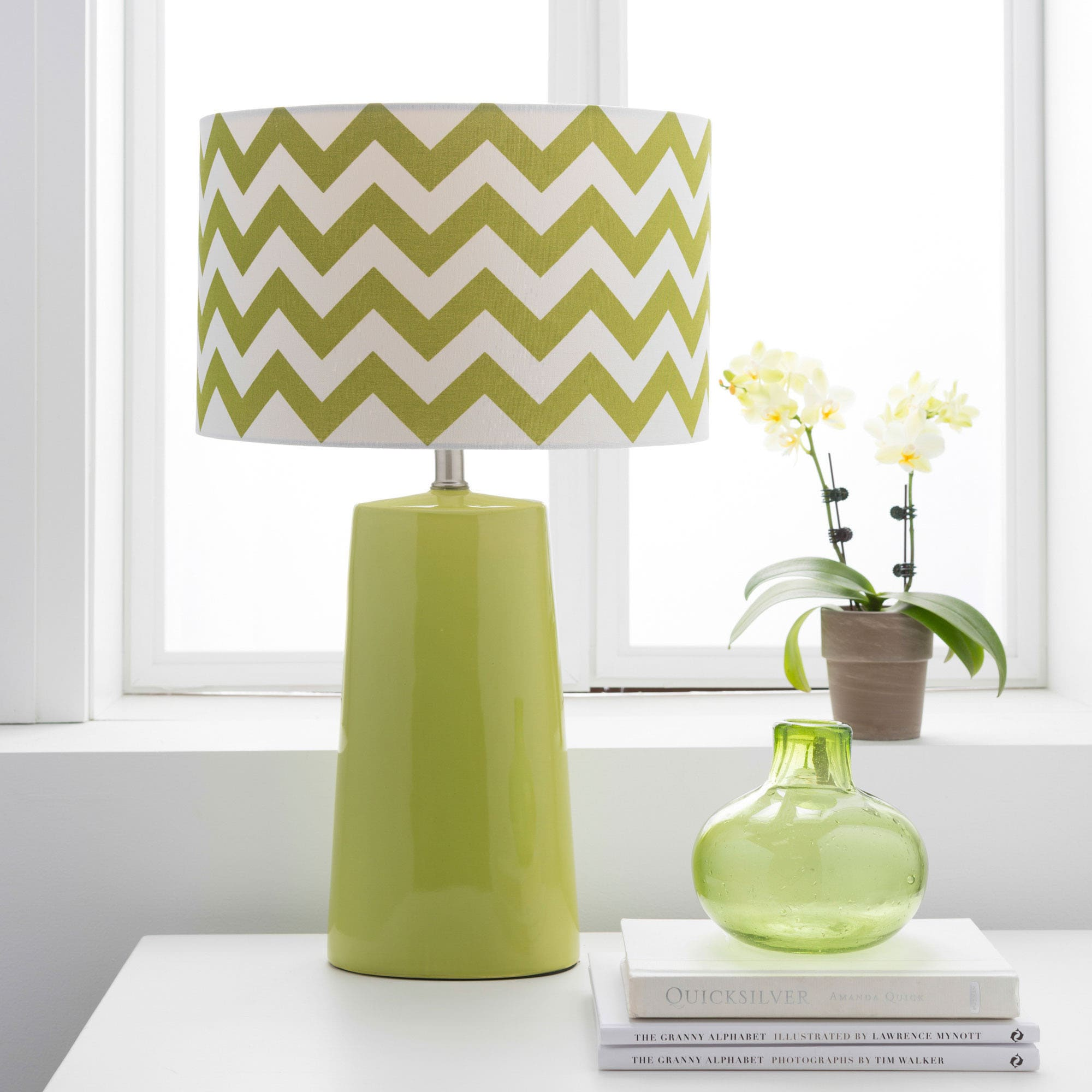 Modern Green Chevron Ceramic Harper Lamp (Green)