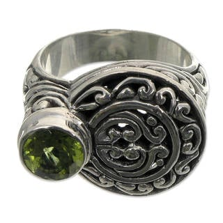 Handcrafted Sterling Silver 'Evergreen' Peridot Ring (Indonesia)