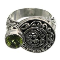Handmade Sterling Silver 'Evergreen' Peridot Ring (Indonesia)
