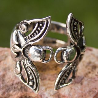Handcrafted Silver 'Angels at Prayer' Ring (Mexico)