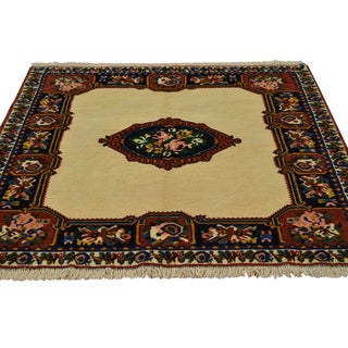 Persian Bakhtiari Open Field Hand-knotted Wool Area Rug (4'1 x 4'3)