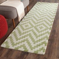 Safavieh Handmade Cambridge Ivory/ Light Green Wool Rug - 2' x 3'