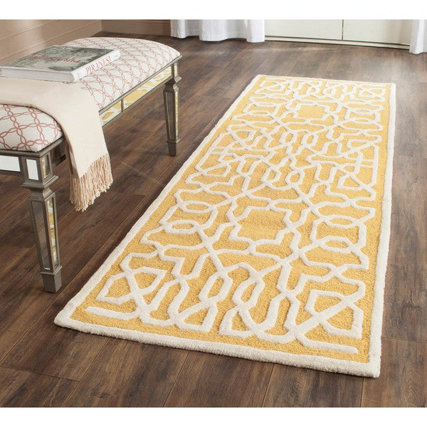 Safavieh Handmade Cambridge Gold/ Ivory Wool Rug (2'6 x 8')