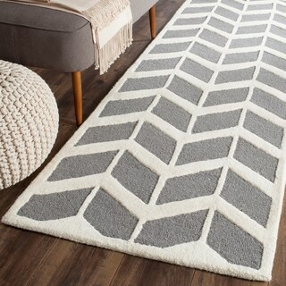 "Safavieh Handmade Moroccan Cambridge Dark Grey/ Ivory Wool Rug - 2'6"" x 8'"