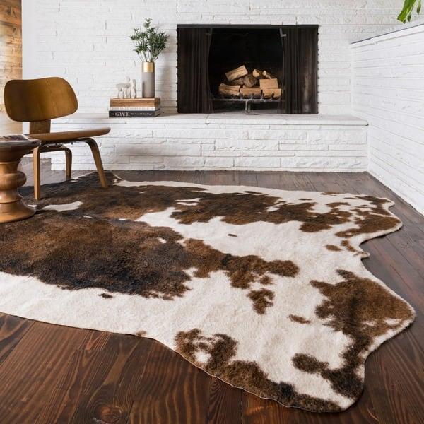 Alexander Home Yosemite Faux Cowhide Area Rug Overstock 9775404