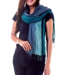 Handcrafted 'Aqua Turquoise Transition' Pin Tuck Silk Scarf (Thailand)