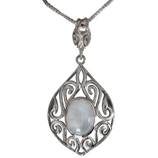 Sterling Silver Oval Moonstone Classic Filigree Design Necklace (Thailand)