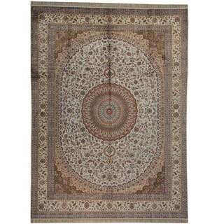 Silken Tabriz Medallion Design Hand-knotted Oriental Rug (9' x 12')