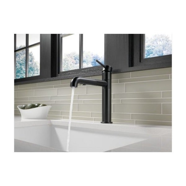 delta trinsic single-handle pull-out matte black kitchen faucet