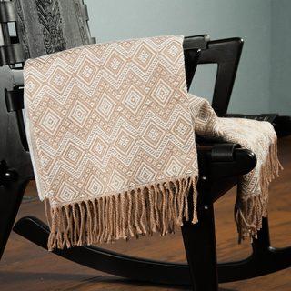 Handcrafted Acrylic Alpaca 'Hypnotic Beige' Throw Blanket (Peru)