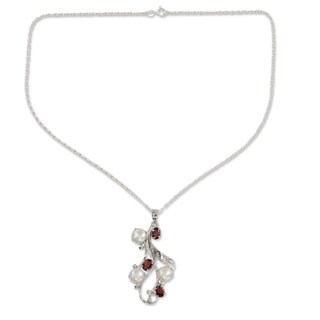 Handmade Sterling Silver 'Nature's Gift' Pearl Ruby Necklace (10 mm) (India)