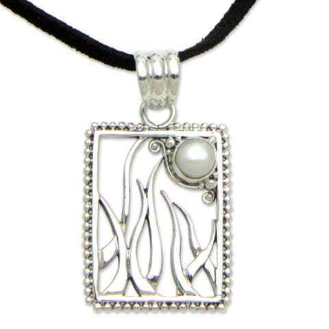 Sterling Silver Nature's Moon Pearl Necklace (6.5mm) (Indonesia)