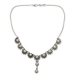 Handmade Sterling Silver 'Pristine Blossom' Pearl Necklace (5 mm) (India)