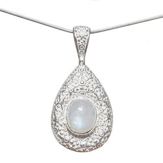 Handmade Hammered Sterling Silver Rainbow Moonstone Pendant (India)