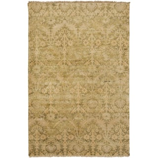 Hand-Knotted Muriel Floral New Zealand Wool Rug (5'6 x 8'6)