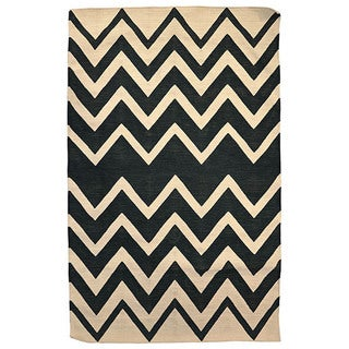 Kosas Home Handwoven Leo Indoor Outdoor Black Recycled Plastic Rug (5' x 8')