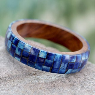 Handcrafted Seesham Wood 'Blue Symphony' Bone Bracelet (India)