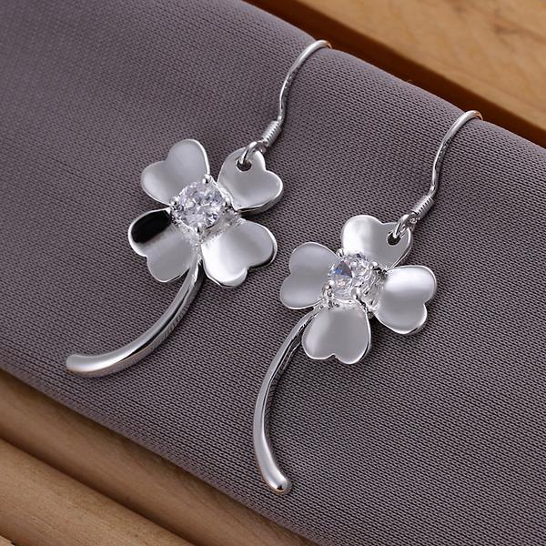 Vienna Jewelry Sterling Silver Curved Clover Earring