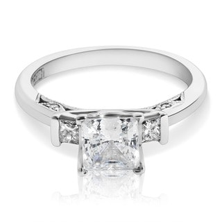 Tacori 18k White Gold 2605 PR 5.5 W 3-stone Princess CZ Center 1/5 ctw Engagement Ring (G-H, VS1-VS2)