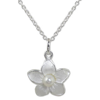 Handmade Sterling Silver 'Blossom Pearl' Pearl Necklace (4 mm) (Thailand)