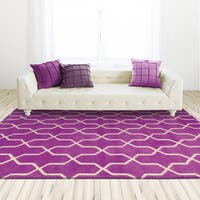 Hand-crafted Wool Helix Lattice Orchid/ Ivory Rug - 8' x 10'