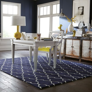 Hand-crafted Wool Scalloped Lattice Navy/ Ivory Rug (10' x 13')