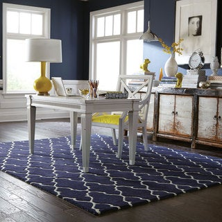 Hand-crafted Wool Scalloped Lattice Navy/ Ivory Rug (8' x 10')