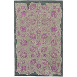 Pantone Universe Color Influence Hand-crafted Eroded Oriental Grey/ Pink Wool Area Rug (5' x 8')