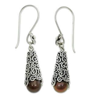 Handmade Sterling Silver 'Arabesque Dewdrops' Pearl Earrings (8 mm) (Indonesia) - Black/ Silver
