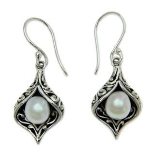 Sterling Silver 'Lily of Bali' Pearl Earrings (6.5 mm) (Indonesia)
