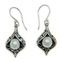 Handmade Sterling Silver 'Lily of Bali' Pearl Earrings (6.5 mm) (Indonesia)