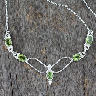 Handcrafted Sterling Silver 'Flight' Peridot Necklace (India)