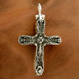 Handcrafted Sterling Silver 'Cross of Faith' Pendant (India)