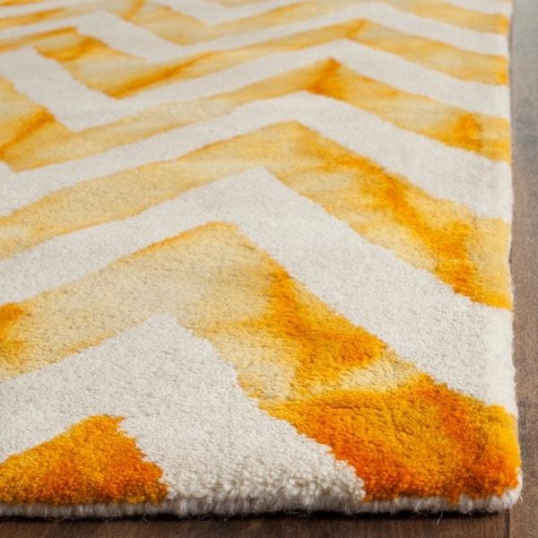 Safavieh Handmade Dip Dye Watercolor Vintage Ivory/ Gold Wool Rug - 6' x 9'