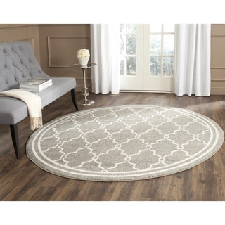 Safavieh Indoor/ Outdoor Amherst Dark Grey/ Beige Rug (5' Round)