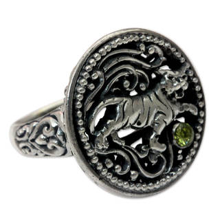 Handcrafted Sterling Silver 'Proud Tiger' Peridot Ring (Indonesia)