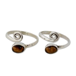 Handmade Set of 2 Sterling Silver 'Insight' Tiger's Eye Toe Rings (India)