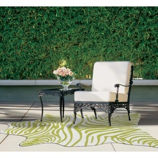 Indoor/ Outdoor Green Zebra Print Shaped Area Rug (5' x 8')