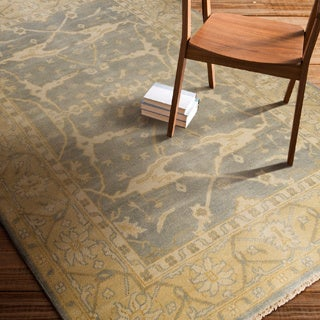 Hand-Knotted Tyrone Floral New Zealand Wool Rug (5'6 x 8'6)